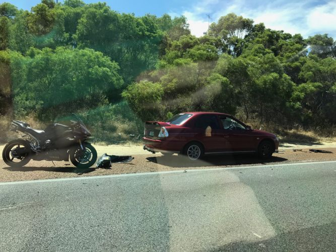 The Mitchell Freeway crash that is causing traffic delays. Picture: Tyler Brown.
