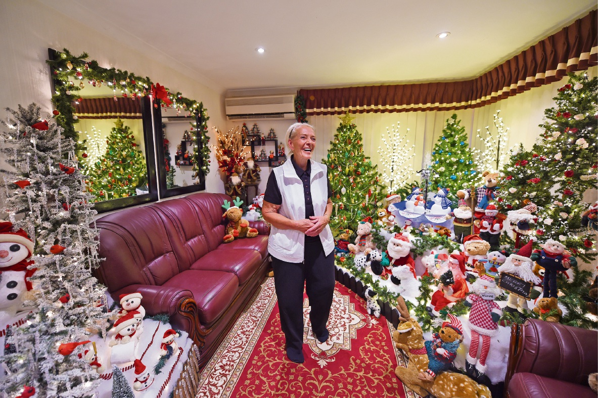 Decking the halls and everything else... Mary Kartesz-Wardroper is in her element at Christmas. Picture: Jon Hewson www.communitypix.com.au   d477466