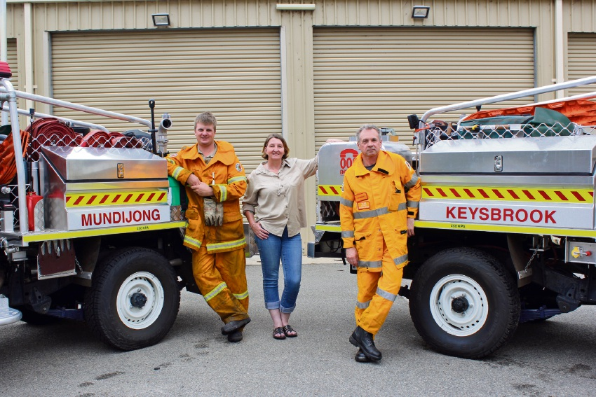 1st Lieutenant of Mundijong Brigade Jason White, Shire President Michelle Rich and 1st Lieutenant of Keysbrook Brigade Carl Weir 1st with the Shire's new fire trucks.