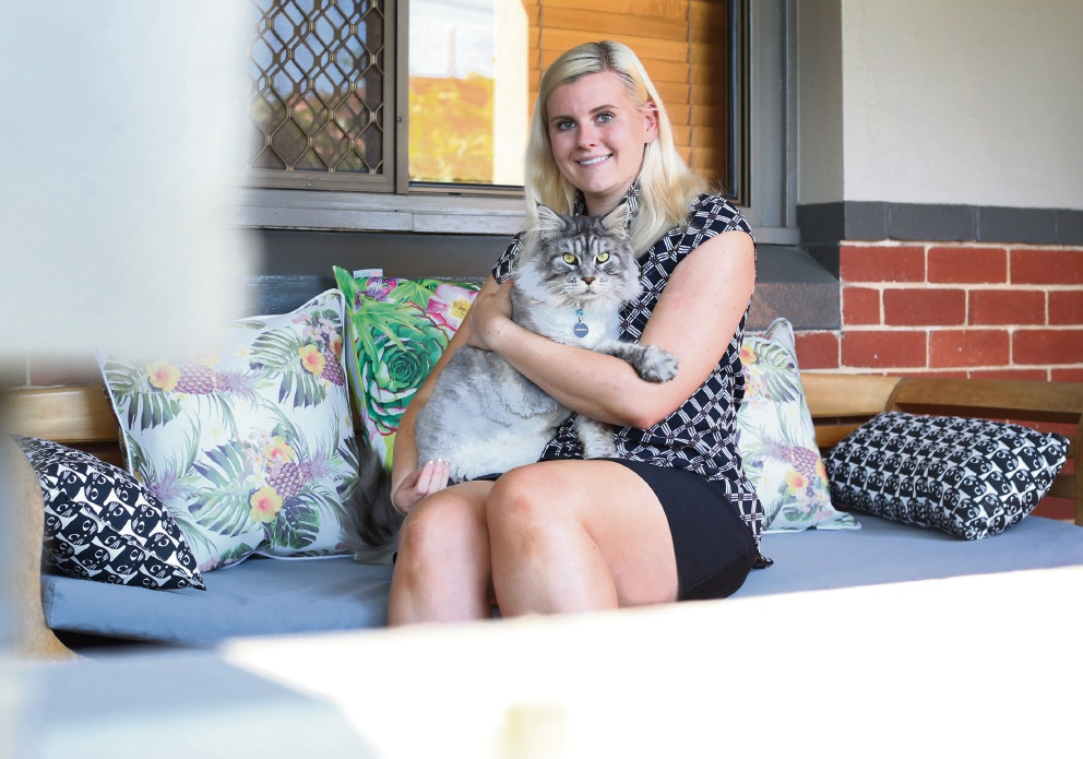 Xanthe Shaw, with cat Lincoln, has been given an Animal Law Scholarship thanks to the RSPCA. Picture: Matt Jelonek www.communitypix.com.au d477952