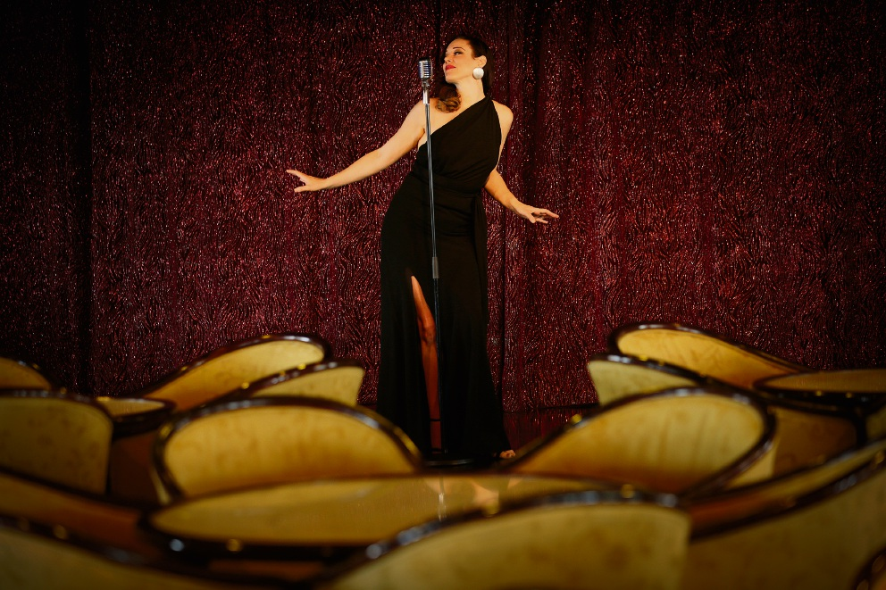 Perth jazz singer Summers lines up Fringe Festival shows before sailing away