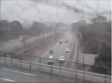 Perth: wet weather causing traffic issues on Mitchell Freeway