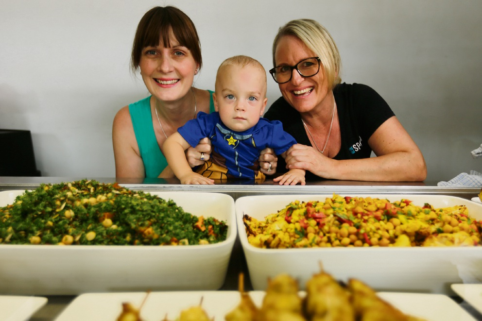 Joanne Beedie and son Lewis Beedie (21m) with owner of Blue Spoon Jane Nesbitt. helping little hands (supported by Blue Spoon in Wembley) have served over 500 meals for families looking after little ones in the neonatal intensive care unit at KEMH. Picture: Andrew Ritchie www.communitypix.com.au   d478410