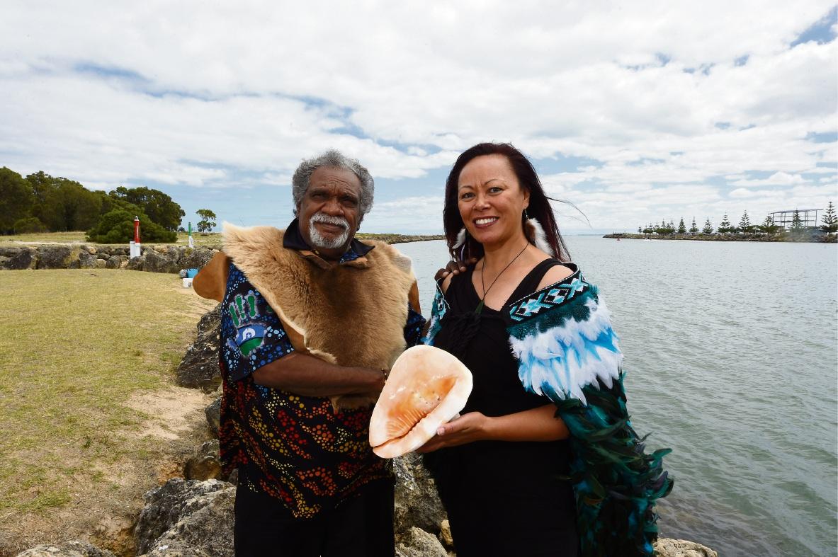 Elder Lindsay Calyun & Tina Tuira-Waldon (Te Urupu IMPI Inc.) Picture: Jon Hewson www.communitypix.com.au   d478379