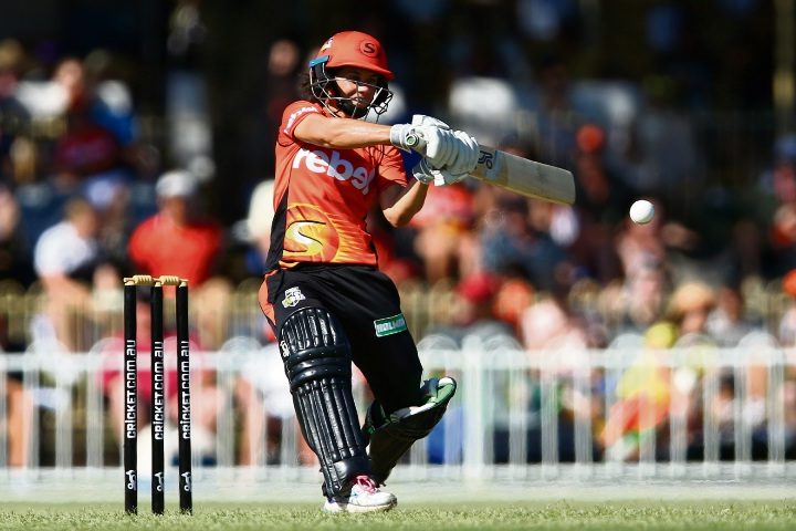 Nicole Bolton cuts during her innings of 60 not out. Photo: Getty