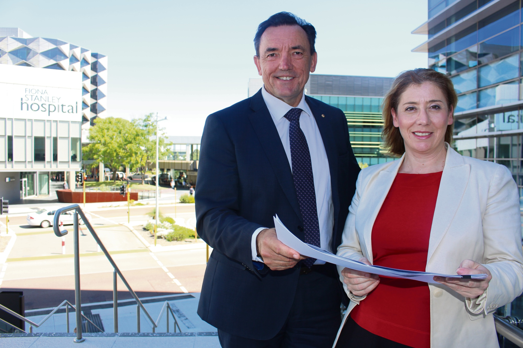 A map of the State Government's design for Murdoch Drive Connection to Roe Highway. Picture #478559b: Transport Minister Rita Saffioti and Willagee MLA Peter Tinley discuss the plans for the Murdoch Drive Connection.