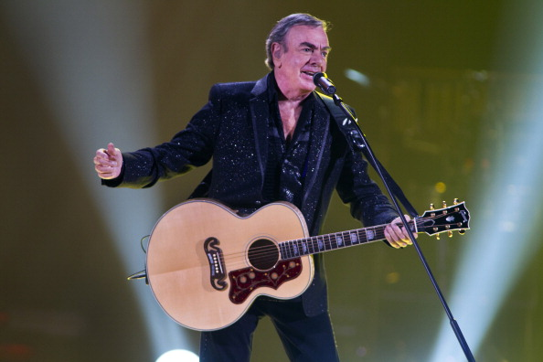 Neil Diamond announces retirement, reveals Parkinson's diagnosis