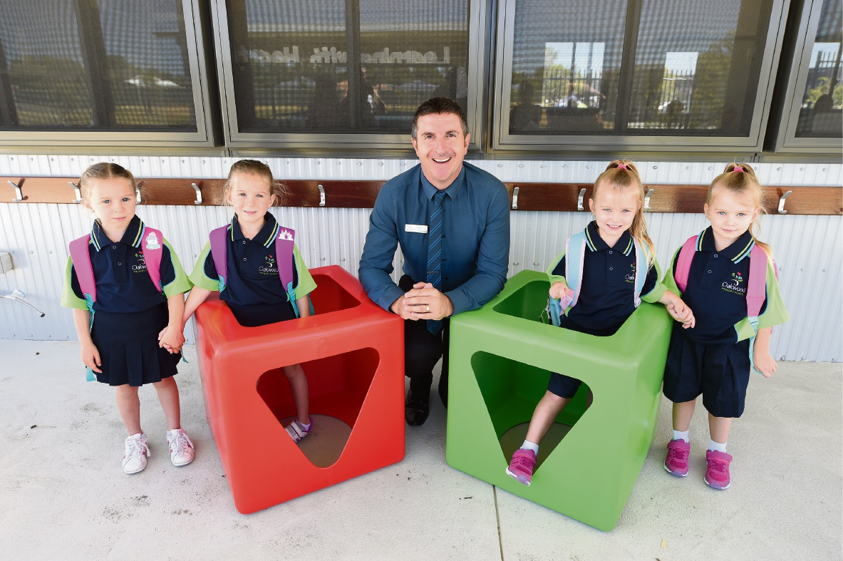 Twins Kenzie and Charlie Atkinson (5), and Roxy and India Murphy (3) with principal Will Davis. Picture: Jon Hewson www.communitypix.com.au   d478400