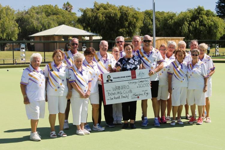 Madeleine King with Warnbro Bowls Club members.