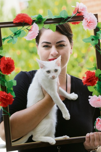 Lauren Nesbitt from Cat Haven with Alicia Picture: Andrew Ritchie www.communitypix.com.au d479280
