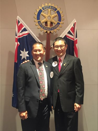 479640p - Outgoing Rotary Club of Perth President Stephen Inouye with president elect Wesley Sim.