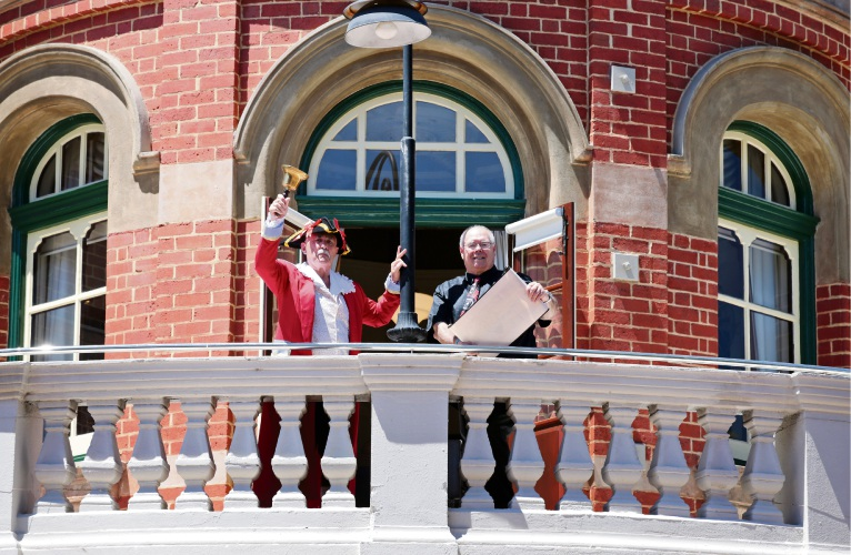 Town crier Jay Walsh with City of Swan Mayor David Lucas.   d479494