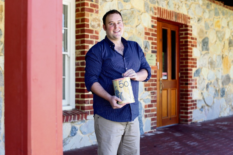 Ben Young is offering free financial lessons to kids. Picture: Matt Jelonek www.communitypix.com.au d479534
