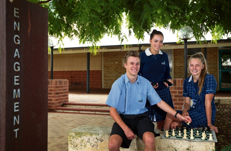Swan Christian College introduces program to get students off mobile phones