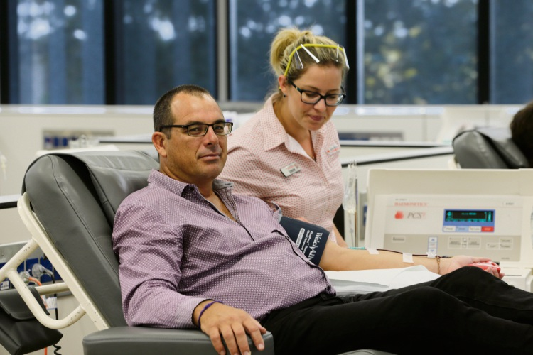 Andy Hamer (Willetton) doanting blood with Sarah Bateman. Picture: Andrew Ritchie d479508