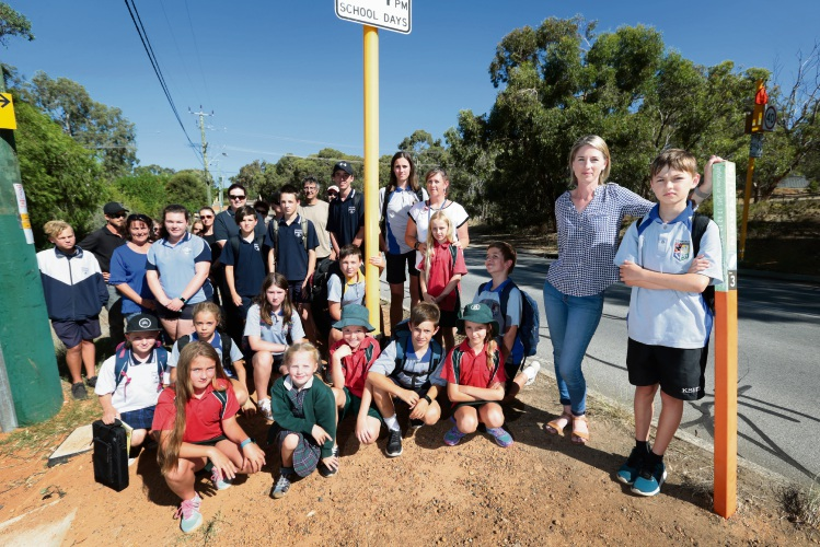 Students getting off a bus near the corner of Scott Street and Helena Valley Road in Helena Valley. Picture: David Baylis d479974