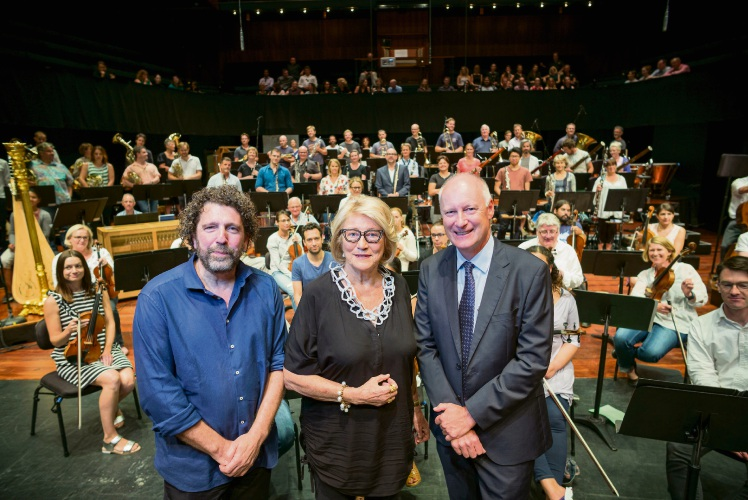 Asher Fisch,  Janet Holmes  Court and Richard Goyder at WASO rehearsal.