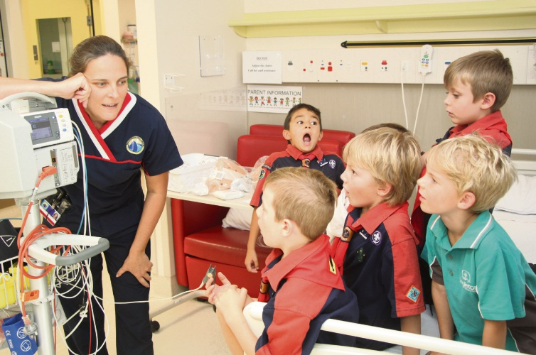 Paediatric Ward Nurse Vicki Filby demonstrating the use of a pulse oximeter to the Warnbro Sound Joey Scouts.