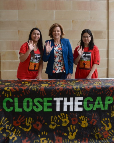 Member of Labor for Murray-Wellington Robyn Clarke with Close the Gap supporters Nikita Nayar (left ) and Scarlett Li (right).