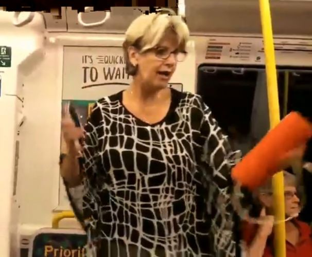 Mandurah woman Lisa Kelly had train commuters rockin' out to Robbie Williams