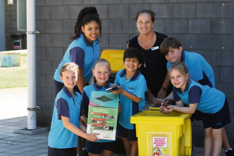 Excelsior Primary School students Eliza John, Ella Bradshaw, Om Talele, Moses Small & Teegan Daly with (back) Alyah Samura & teacher and grant organiser Michelle Gordon.