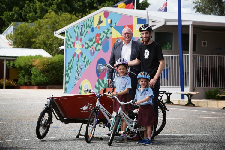 Bayswater Primary School Principal  Steve Hovitch, Baysie Rollers member and event coordinator David Cook with his daughters Anabelle Cook (7) and Sophie (4). Picture: Andrew Ritchie www.communitypix.com.au d480531