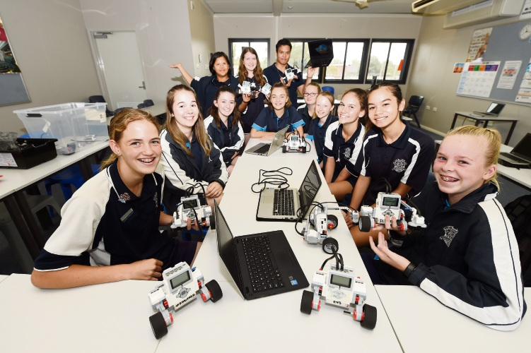 Eddy Le from Robogals with Southern River College's Year 9 participants.