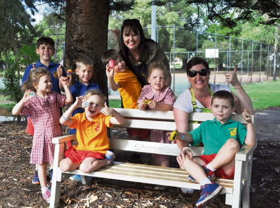 Student Kobie Harris (8), Madeleine Shaw (4), Kai Harris (6), Ava Foster (5), Toby Shaw (6), Chelsea Shaw (mother), Lily Spunner (6), Jo Newman (event-organiser) and Oliver Newman (5).