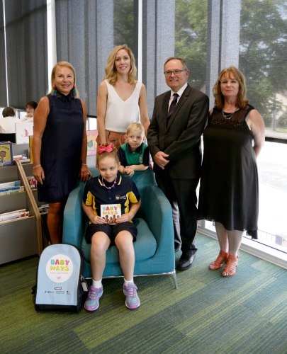 Debbie Schaffer (VisAbility), Grace Austin (7), Felicity Austin, Harry Austin (5), David Templeman (Minister for Culture and the Arts), Elizabeth Spencer (State Library of WA).