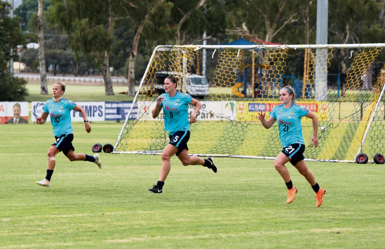 Players going through their paces at the Matildas training session. Pictures: David Baylis www.communitypix.com.au   d480930