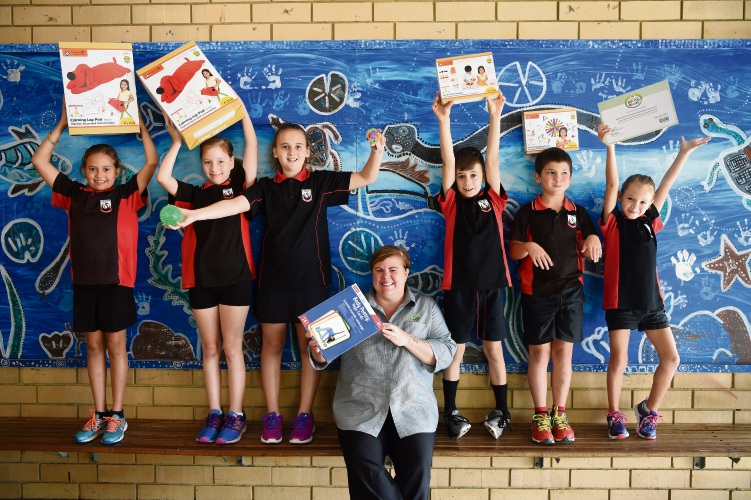 Bramfield Park Primary School Students Jorga Thowless, Delilah Ridley, Shaelie Duffey, Angela Alexander-Smith from Maddington Woolworths, Massimo Midgley, Shaun Craeighton abd Dakota Phillips. Picture: Jon Hewson d480323
