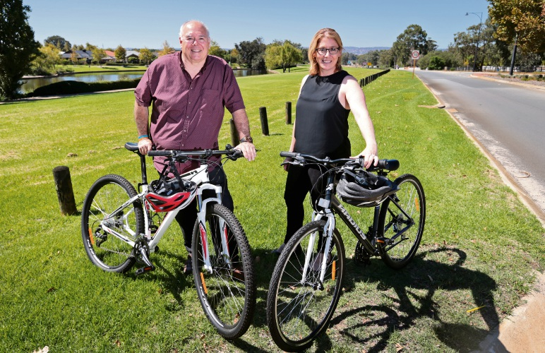 City of Swan Mayor David Lucas and Transport Minister Rita Saffioti at Gnangara Road. Picture: David Baylis d481240