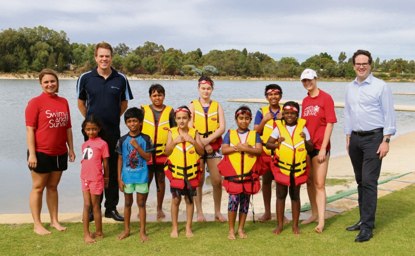 Swim Instructors Karly Brooks (left) and Julia Santarelli (right) with Trent Hotchkin (Royal Life Saving Senior Manager Swimming and Water Safety Education) Matt Keogh, Federal Member for Burt, and program participants.