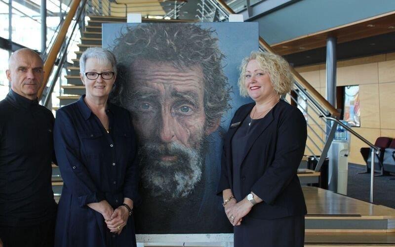 Art Gallery curator Gary Aitken, winning artist Chris Goldberg and Sharon Hooper from Halls Head branch of Bendigo Bank.