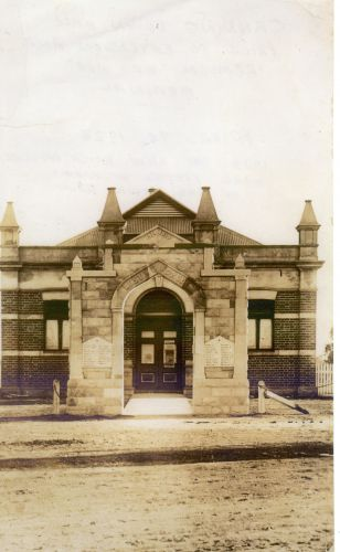 The Canning War Memorial and Town Hall, prior to 1929.