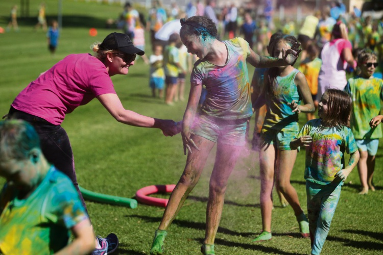 Poseidon Primary School 'Run for fun colour explosion'. Pictures: Martin Kennealey d481758