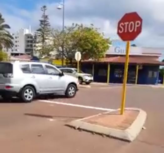 Main Roads WA clarifies correct navigation of four-way stop signs after confusion at Rockingham intersection