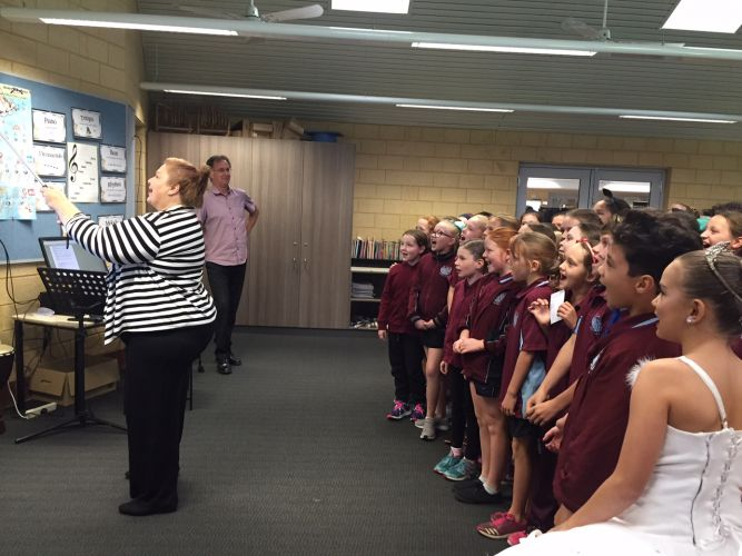 Education Minister Sue Ellery takes a selfie with the Pinjarra Primary School choir.