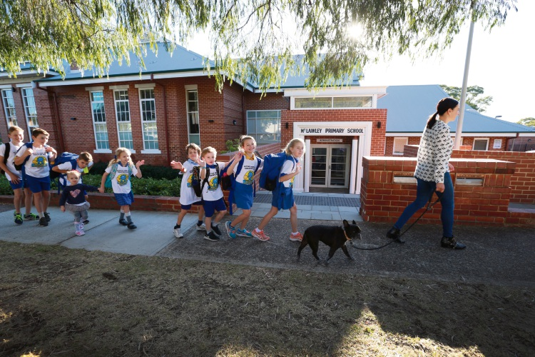 Parent Nicola Adamson with her dog Cassius walking kids to School from Mt Lawley Pry for Walk Safely to School Day. Picture: Andrew Ritchie d482714