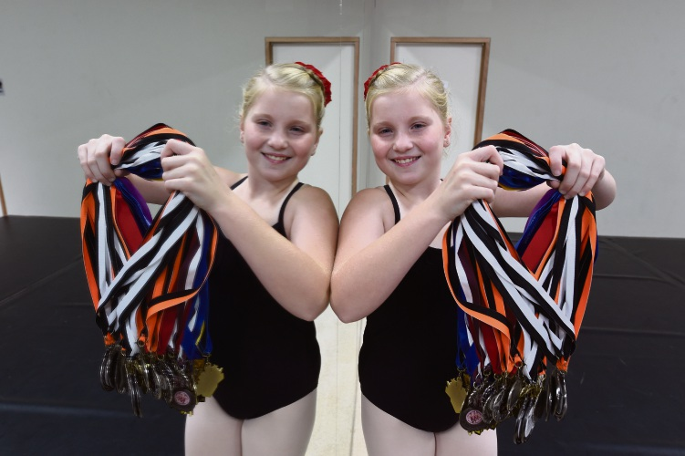 Medal marvel... Jordan Mears has not let cystic fibrosis stop her from being a synchronised swimmer and ballet dancer. Picture: Jon Hewson www.communitypix.com.au   d482833