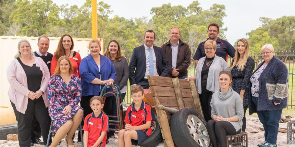 Premier Mark McGowan, Education Minister Sue Ellery, Kingsley MLA Jessica Stoijkovski and North Woodvale PS P&C members.