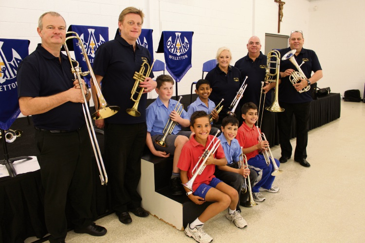Orana Catholic Primary School students with the International Brass Quintet.