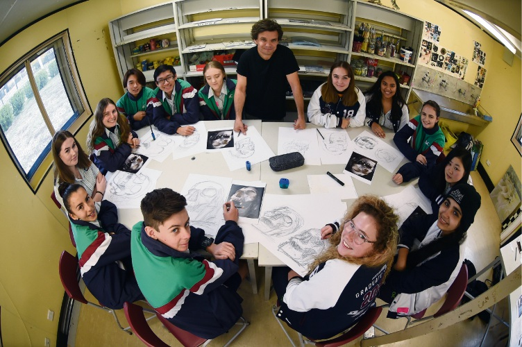 Artist Andy Quilty with Canning Vale College students. Picture: Jon Hewson d483716