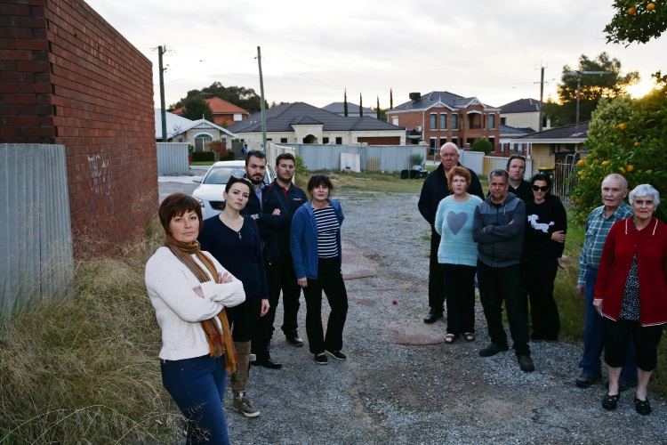 Jill Stiely (left) with other concerned residents of Trevithick Close. Picture: Martin Kennealey www.communitypix.com.au   d483449