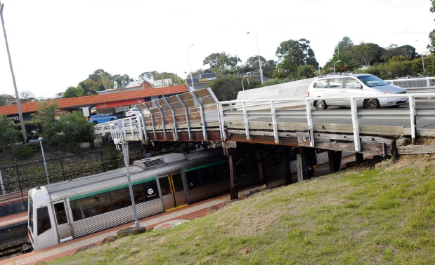 Cars could continue to use the old Congdon Street bridge when a replacement is built alongside the ageing structure in Swanbourne.