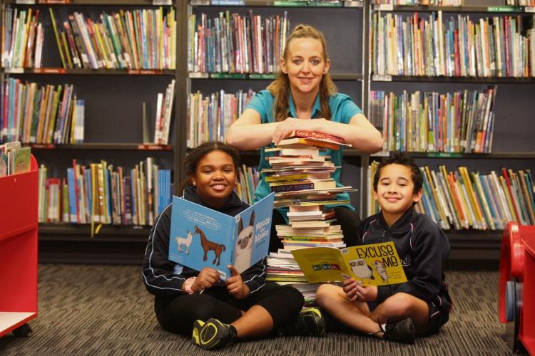 Fiona Warick and students Alicia Fisher and Jasiah Talaepa.