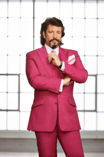 House Rules judge Laurence Llewelyn-Bowen talks wallpaper ahead of grand final