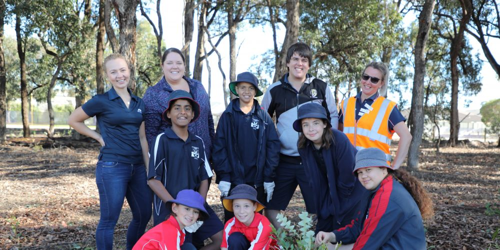 Baldivis Primary School students and teachers with Mirvac staff.