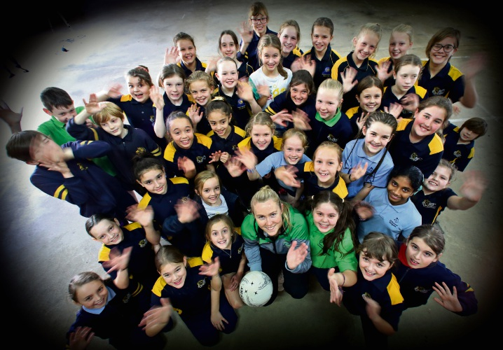 West Coast Fever player and Australian Diamonds squad member Jess Anstiss with Year 4, 5 and 6 students. Picture: David Baylis.