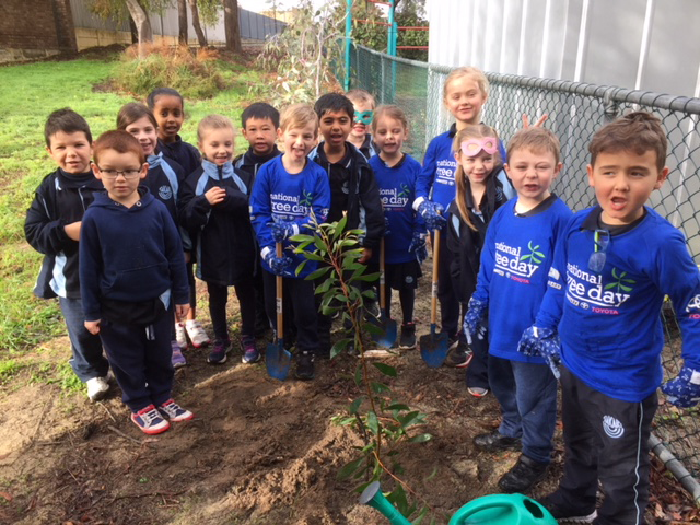 Takari Primary School students planting trees for National Tree Day